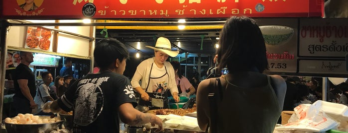 Chang Phuek Market is one of Awesome Chiang Mai.
