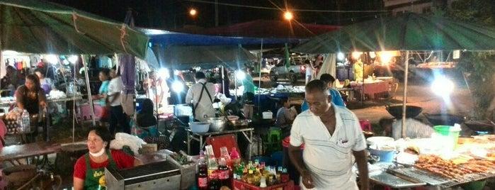 Moving Market [Thursday] is one of Lugares guardados de Anna Brain.