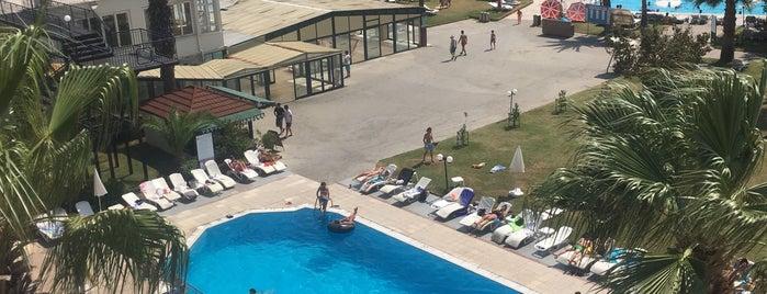 Club Pineta Hotel Swimming Pool is one of Lera'nın Beğendiği Mekanlar.