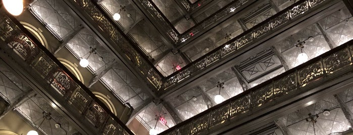 The Beekman - A Thompson Hotel is one of Lugares favoritos de Lanre.