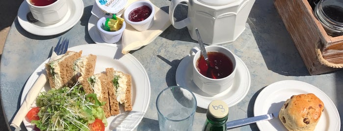The Copper Kettle Tea Room is one of Elise 님이 저장한 장소.