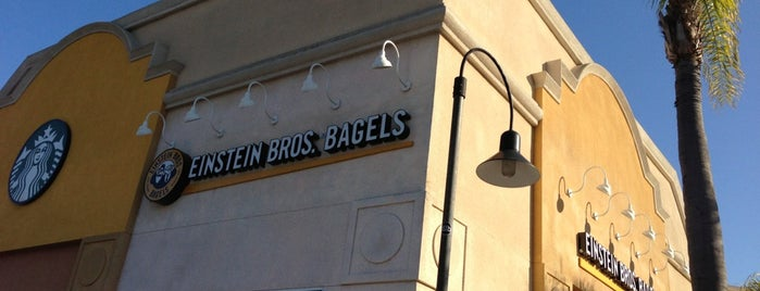 Einstein Bros Bagels is one of Tempat yang Disukai Catrina.