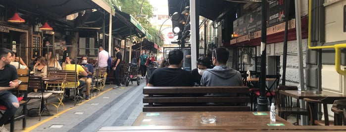 Travelers' Cafe is one of alsancak.