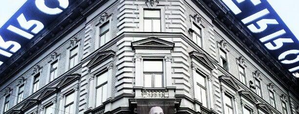 恐怖の館 is one of Must See in Budapest !.