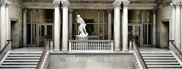 The Art Institute of Chicago is one of Tempat yang Disimpan Andrew.