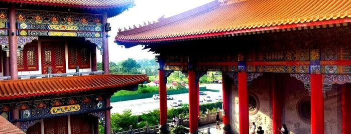 วัดบรมราชากาญจนาภิเษกอนุสรณ์ (เล่งเน่ยยี่ 2) 普頌皇恩寺 is one of Locais curtidos por Yodpha.