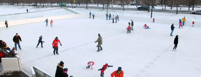 Midway Plaisance Park is one of Chicago Park District Ice Skating Rinks.