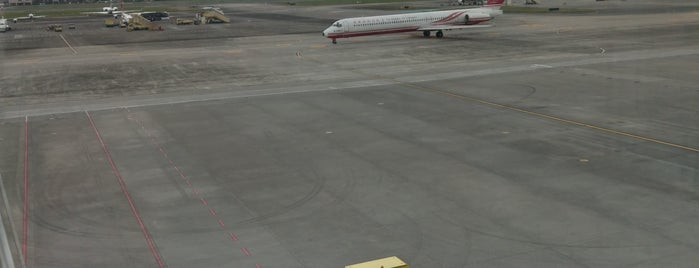 Taipei Songshan Airport Observation Deck is one of สถานที่ที่ Hayo ถูกใจ.