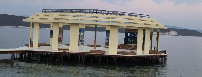 KafePi Beach Club is one of Holiday.