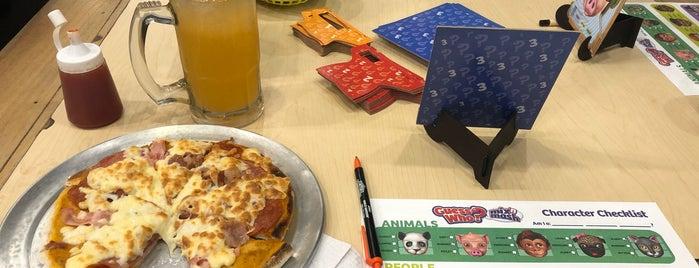 La Madriguera: Board Games, Snacks and Drinks is one of Posti che sono piaciuti a Shirley.