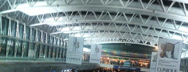 Ministro Pistarini Uluslararası Havalimanı (EZE) is one of Airports I've been to.