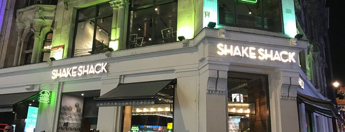 Shake Shack Leicester Square is one of Lugares favoritos de Karen.