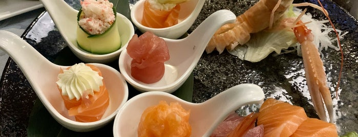 Zen Japanese Restaurant is one of Beaさんのお気に入りスポット.