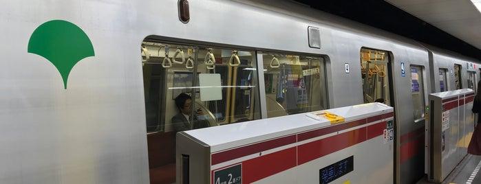 Oedo Line Higashi-shinjuku Station (E02) is one of Masahiro : понравившиеся места.