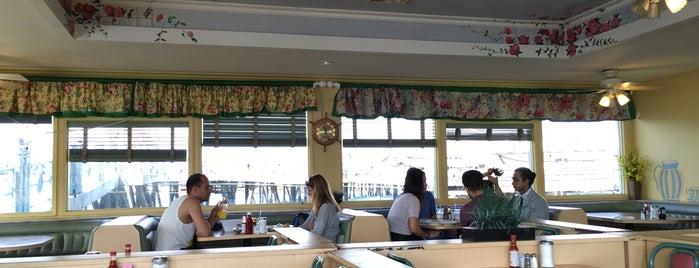 Redondo Coffee Shop (Redondo Pier) is one of Redondo Beach.