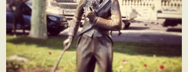 Chaplin Statue is one of Orte, die Teresa gefallen.