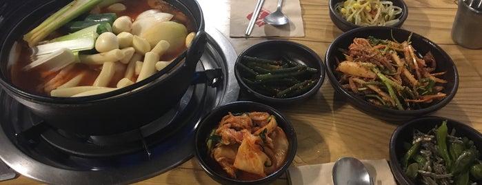 와룡동 닭매운탕 is one of Orte, die Danni gefallen.