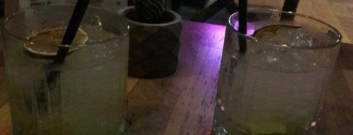 Mathilda's Coctail Bar, Mathildas is one of Locais curtidos por Celal.