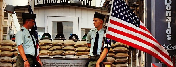 Checkpoint Charlie is one of Locais curtidos por Vugar.