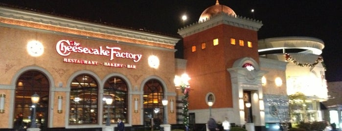 The Cheesecake Factory is one of Lieux qui ont plu à Karen.