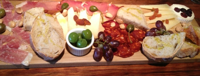 Salumi Tapas and Wine Bar is one of Damion 님이 저장한 장소.