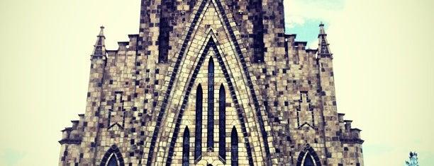 Catedral Nossa Senhora de Lourdes (Catedral de Pedra) is one of Pontos turísticos.