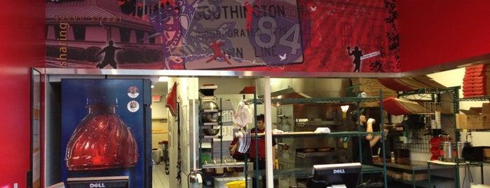 Pizza Hut is one of Locais curtidos por Lindsaye.