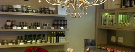 Marie-Madeleine Boutique Gourmet is one of Lugares favoritos de M..