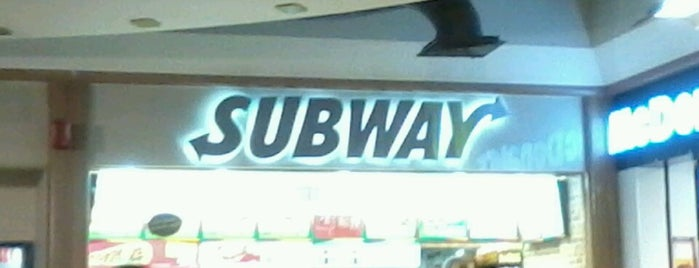 Subway is one of Lugares favoritos de Yaz.