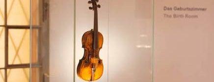 Mozarts Geburtshaus is one of Austria #4sq365at Oans (One).