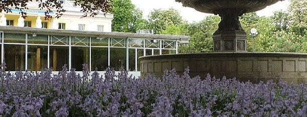 Jardins des Champs-Élysées is one of Lugares donde estuve en el exterior.