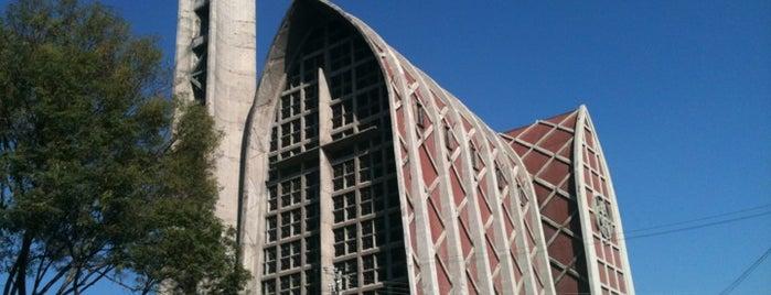 Parroquia de Nuestra Señora de la Piedad is one of Lugares favoritos de Luis.
