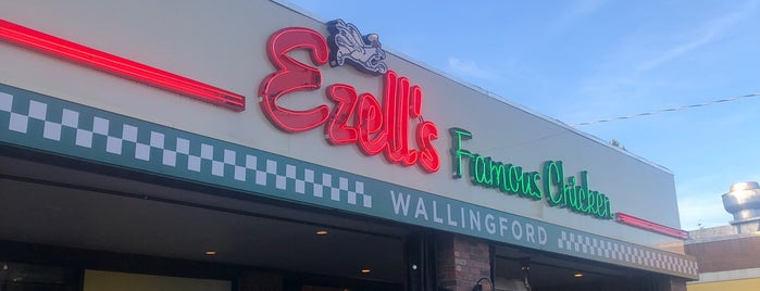 Ezell's Famous Chicken is one of Lieux qui ont plu à Cusp25.