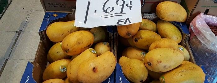 Jersey Fruits & Vegetables Market is one of สถานที่ที่ Sandra ถูกใจ.