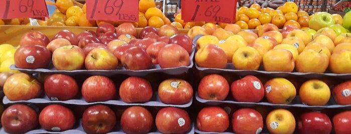 Jersey Fruits & Vegetables Market is one of Andrew : понравившиеся места.