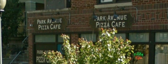Park Avenue Pizza Cafe is one of Posti salvati di Lizzie.