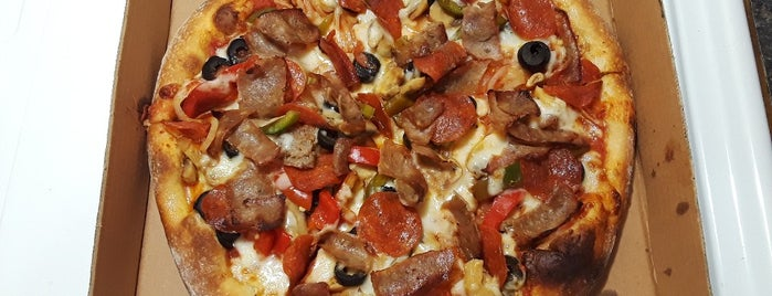 New Pizza On The Block is one of สถานที่ที่ Sandra ถูกใจ.