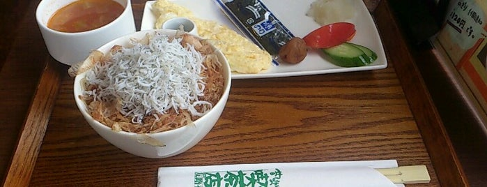 昔ながらの喫茶店 友路有 is one of Lugares favoritos de Masahiro.