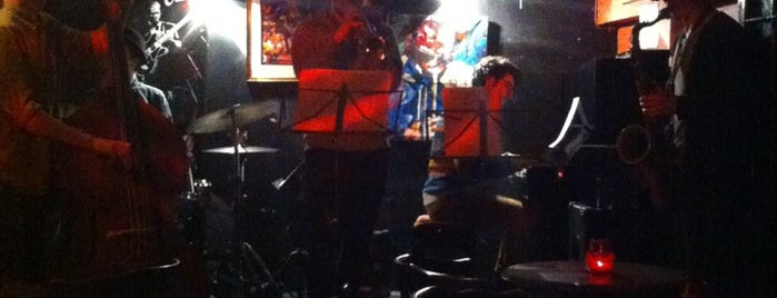 Oliver's Jazz & Piano Bar is one of London's Best Pubs (voted by Londonist readers).