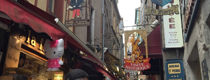 Grande Rue is one of Tempat yang Disukai Kevin.