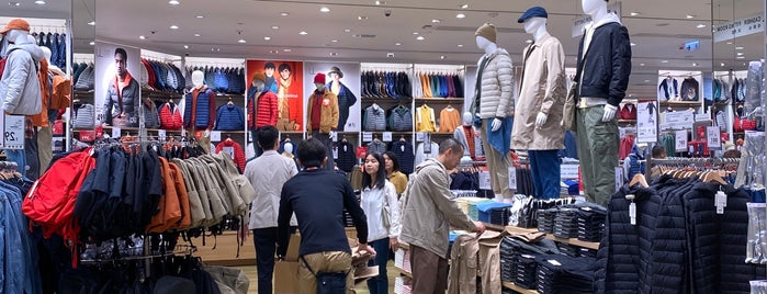 UNIQLO is one of Locais curtidos por Shank.