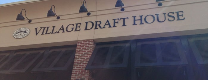 Village Draft House is one of Posti che sono piaciuti a Ryan.