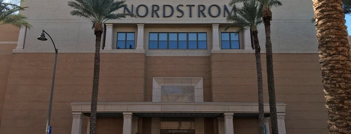 Nordstrom is one of Locais curtidos por Amanda.