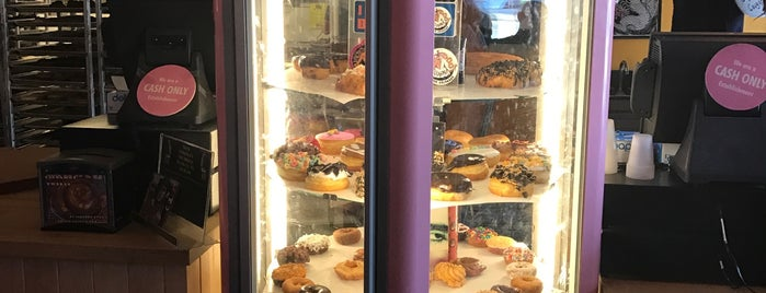Voodoo Doughnut Mile High is one of Gespeicherte Orte von Kris.