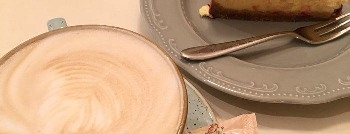 Pinavija Bakery & Tea Room is one of Tempat yang Disukai Inga.