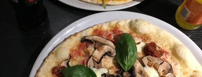 Charlie Pizza is one of Tempat yang Disukai Inga.