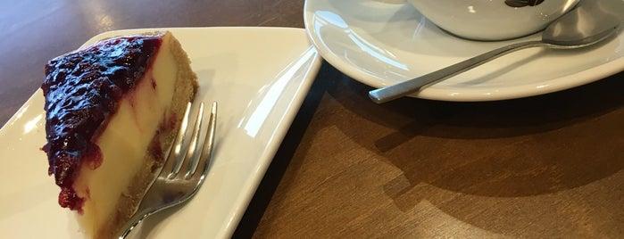 Vero Cafe is one of Tempat yang Disukai Inga.