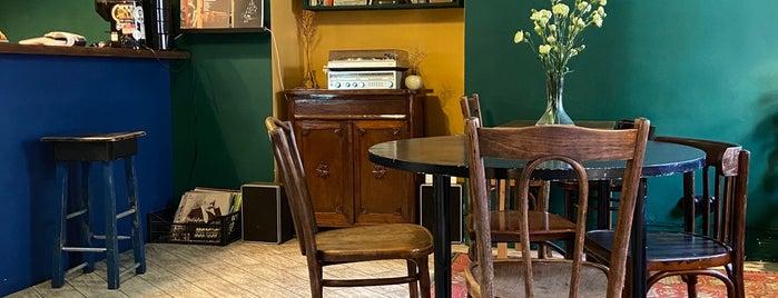 Le Moniteur Café is one of Кофейни.