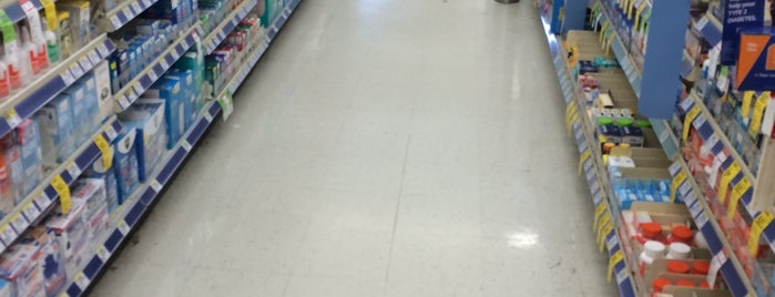 Walgreens is one of Orte, die Tyler gefallen.