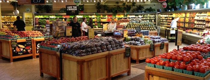 Whole Foods Market is one of Locais salvos de Sonny.